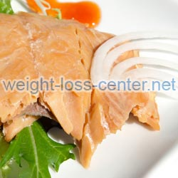 Weight gain caued by an underactive thyroid can often be successfully treated by follow a hypothyroidism diet that is high in protein-rich foods, such as fish, poultry and dairy products.